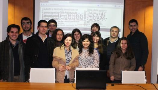 ComUM celebra oitavo aniversário com apresentação de novo site