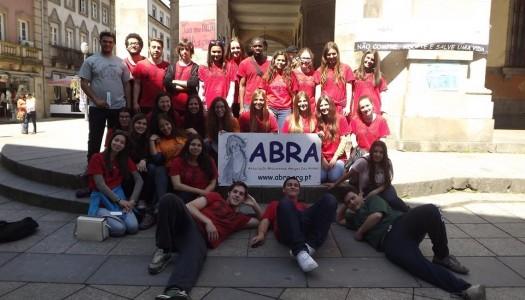 Praxe solidária do curso de Direito angaria mil euros a favor da ABRA
