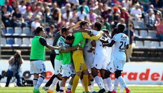 """Vitória SC vence Chaves em """"jogo de loucos"""""""