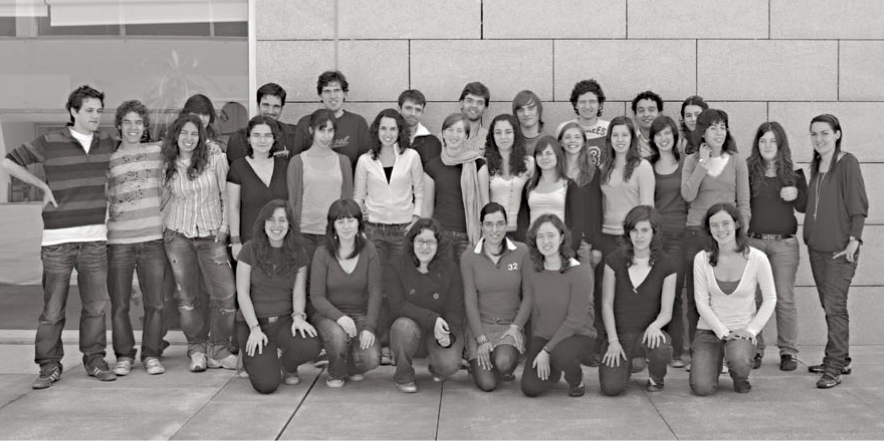 Parte substancial da equipa do ComUM 2007/08. Fotografia publicada na última edição do jornal