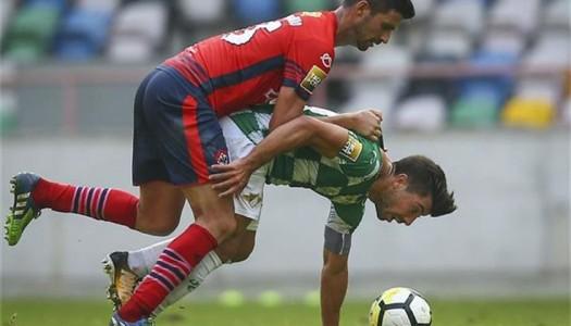 Cónegos ineficazes empatam com UD Oliveirense