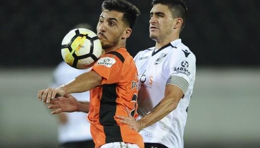 Reação final garante empate ao Vitória SC