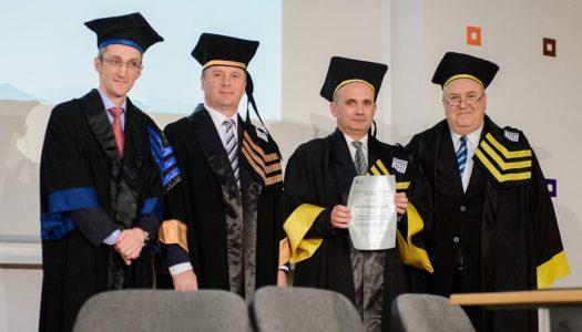 Pró-reitor da UM é doutor honoris causa pela Universidade de Brasov