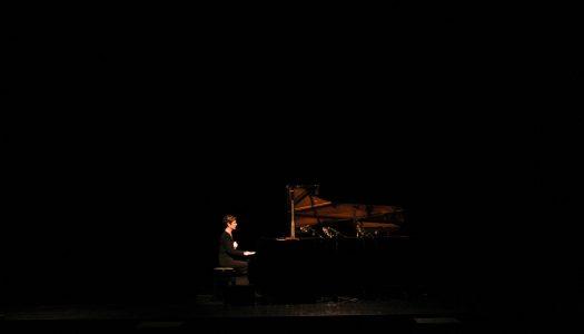 Theatro Circo ao som de um solo de piano