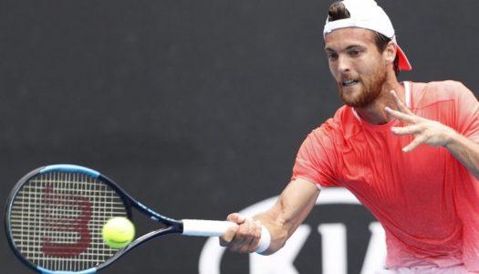João Sousa vence e avança no Australian Open