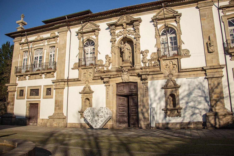 Guimarães carenciadas refeições e livros