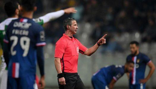 Hino nos minutos iniciais do jogo vale multa ao Moreirense