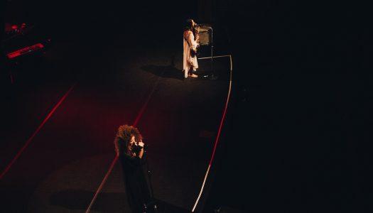 A leveza de Anavitória no Theatro Circo