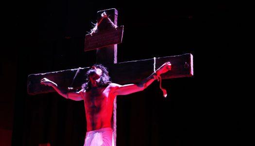 """Estreia de """"Paixão de Cristo"""" comove plateia bracarense"""
