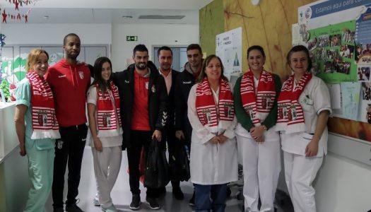SC Braga/AAUM leva o Natal às crianças do Hospital de Braga