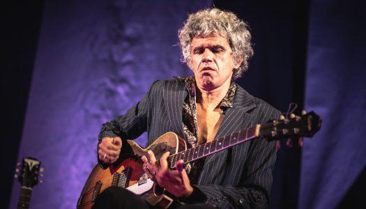 Tó Trips: um homem e quatro guitarras