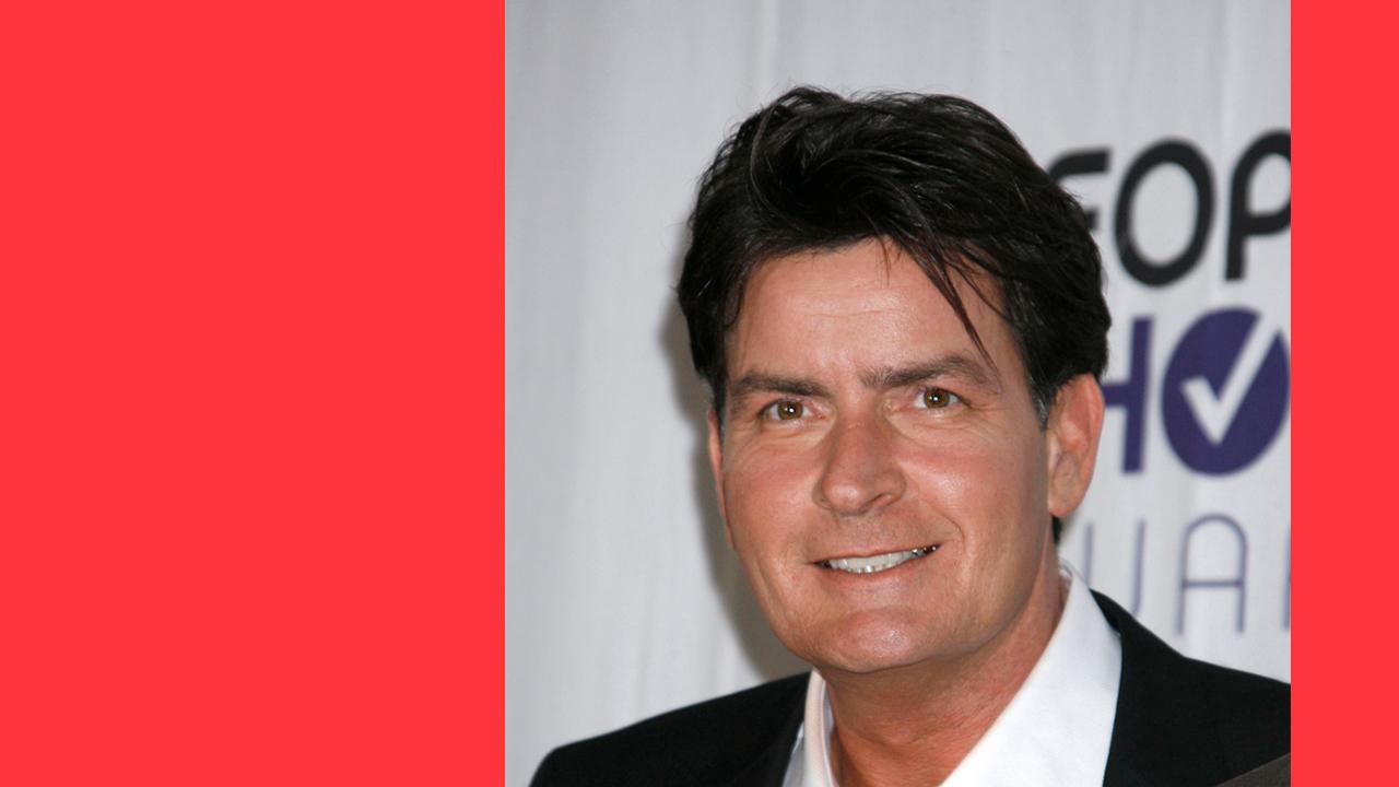 """Charlie Sheen: """"possuído por demónios… ou aliens"""""""