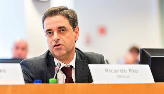 Ricardo Rio assina Pacto de Autarcas para aplicação do Acordo Verde Europeu