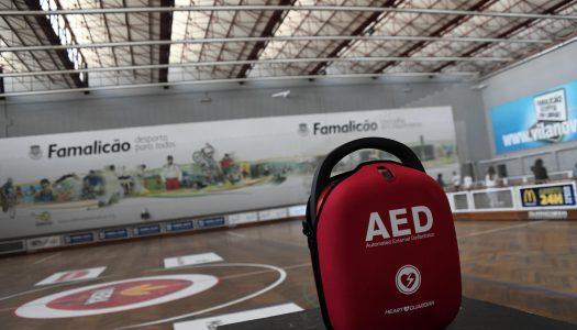 Município de Famalicão equipa infraestruturas com desfibrilhadores automáticos