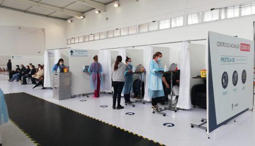 Centros de vacinação começam a funcionar com semáforos virtuais