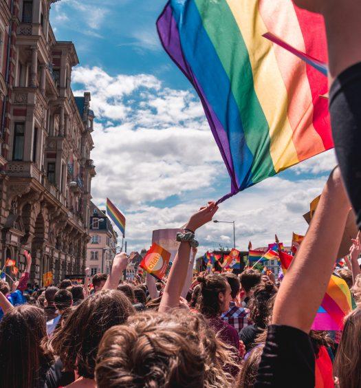 Dia Internacional do Orgulho LGBT+: a igualdade nas artes, jovens